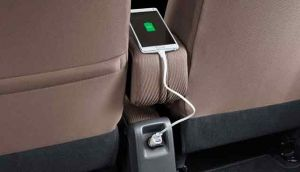 charger-handpone-in-car-(mobil)